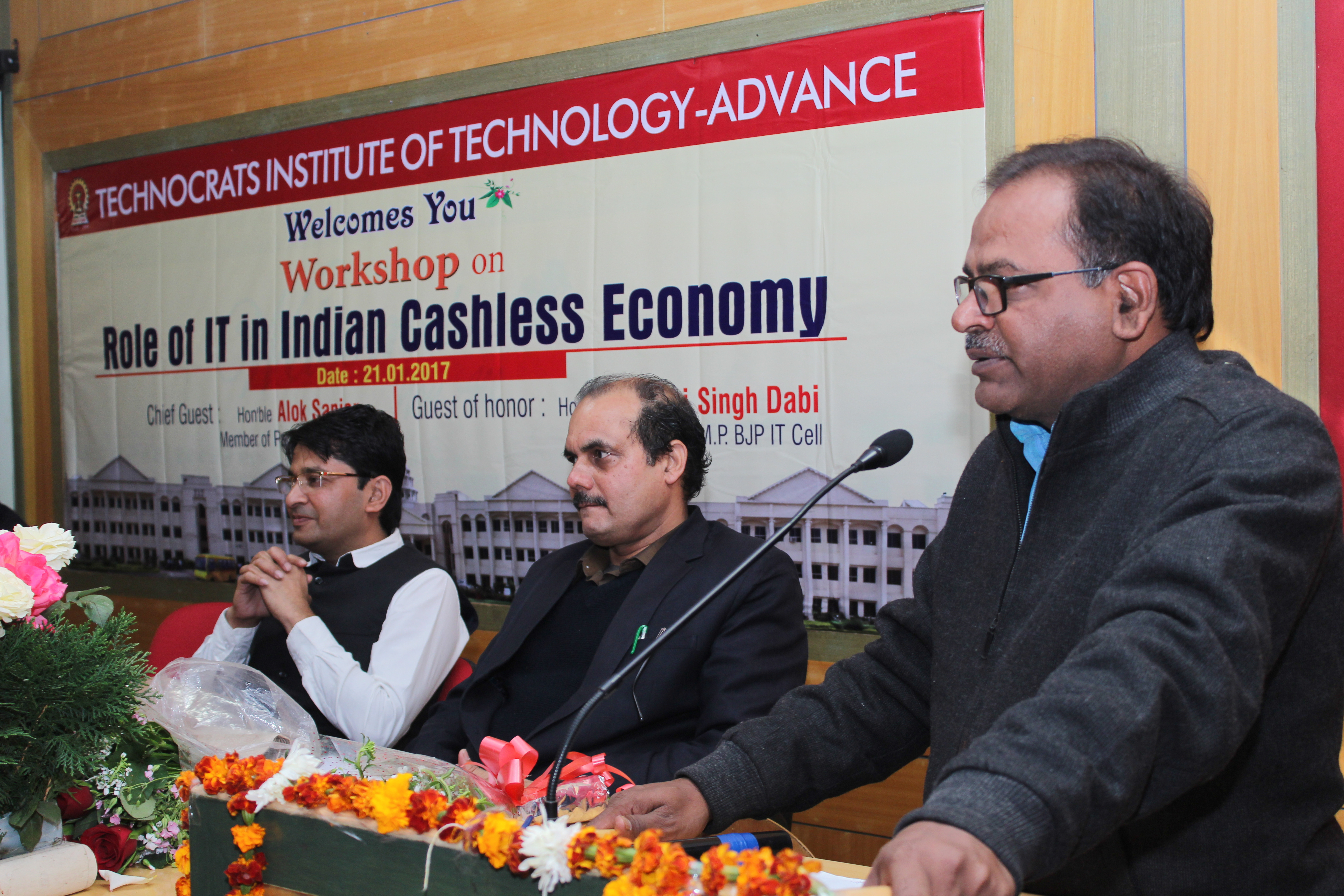 "TECHNOCRATS TIT Advance organised one day Workshop on ""ROLE OF IT IN INDIAN CASHLESS ECONOMY"" . Workshop Chief Guest is…"